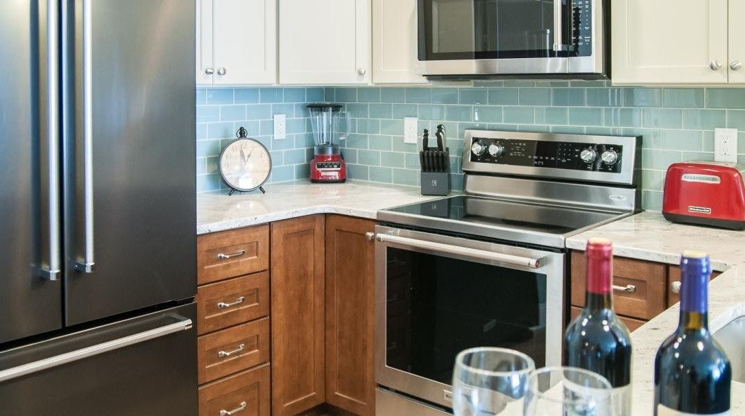 Suite_Kitchen_Detail_1.2e16d0ba.fill-1201x672